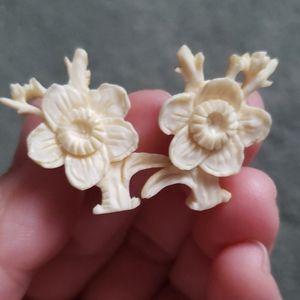 Vintage ivory flower earrings
